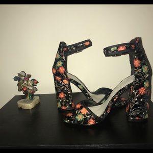 ✨Fergie Chunky heel. Will not last! ✨
